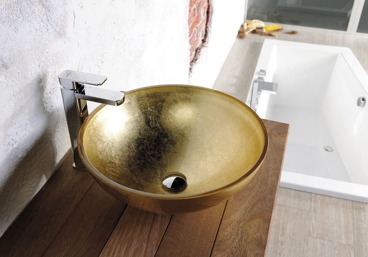 Szklana złota umywalka nablatowa z Włoch